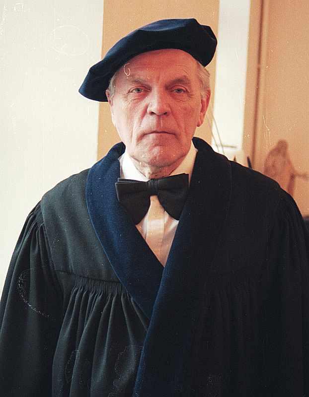 Teoloìijas fakultâtes dekâns Vilis Vârsbergs.